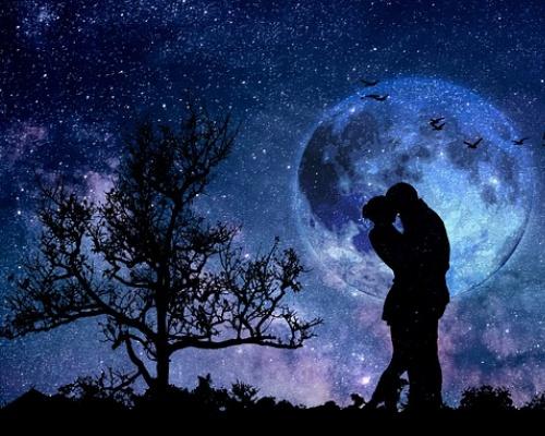 1月31日に見られる皆既月食のお供に「Moon Book」