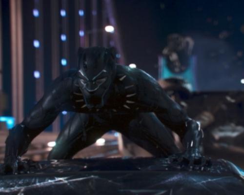 マーベルシリーズ最新作「ブラックパンサー」が3面スクリーンで上映?!