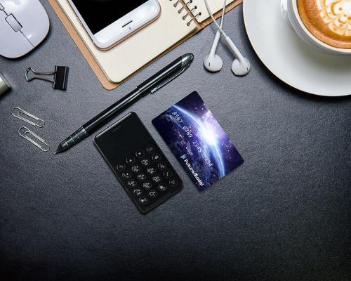 カードサイズのSIMフリー携帯電話「Niche Phone-S」