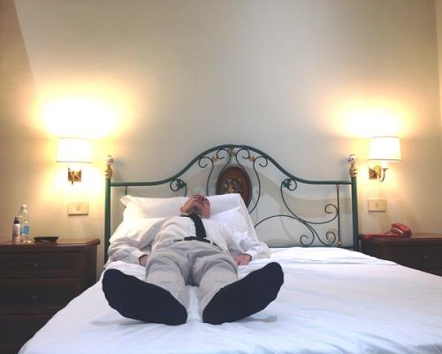 仕事中に昼寝でリフレッシュは効率がいい「クイーンズウェイ」