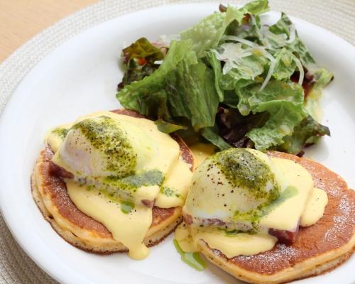 """夏限定""""パンケーキ×エッグベネディクト""""NY風カフェで半熟卵がとろり"""