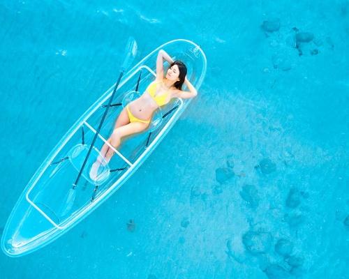 透き通る海が近くにあってお金があったら買いたい。海の中が見える「クリアカヤック」