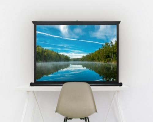 キャンプでの映画鑑賞もイイね、軽量な自立型スクリーン「FLSC」