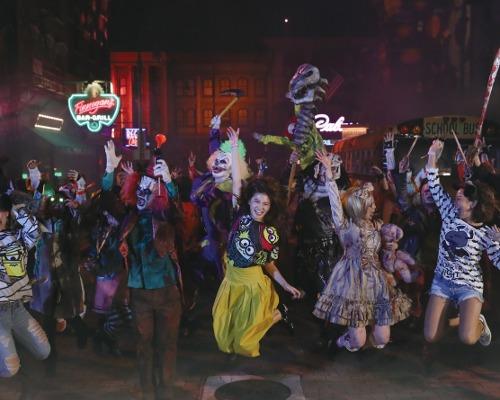 ゾンビ・モブで仲良くダンス!USJに「ゾンビ・デ・ダンス」が新登場