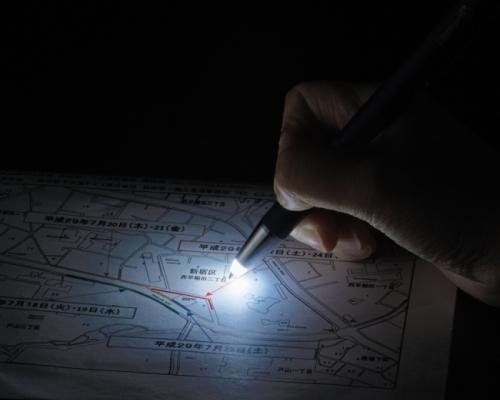 """防災にも仕事でも便利です。照らして書ける""""ライト付きボールペン"""""""
