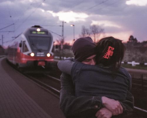 「遠距離恋愛」あなたは耐えられる?みんなの遠距離恋愛事情は