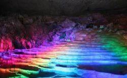 普通のイルミネーションに飽きたら日本最大級の鍾乳洞「秋芳洞」