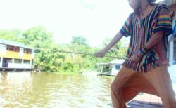 「ピラニア釣り」世界初となる危険なイベント開催!誤って落ちるなよ