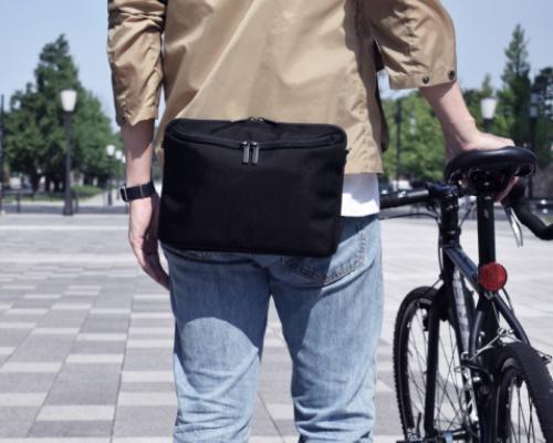 え、浮いてる!?進化系ウエストバッグ「SUKIMA bag」この形にはワケがある!