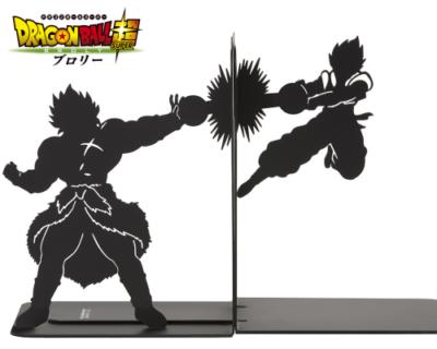 お茶目なブックエンド発見!「ドラゴンボール超 ブロリー」熱き戦いが本棚で!?